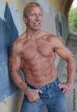 gay muscular powerlifter.jpg