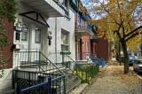 PB_DSC0366_Narrow_Street_in_Autumn_Montreal_Qc.jpg