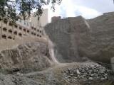 Calon hotel baru - membongkar bukit batu