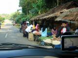 Pasar di tepi jalan menuju Pantai Sawarna