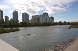 sungai di tengah kota
