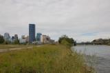 sungai di tengah kota dekat Fort Calgary