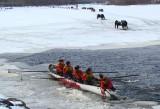 44 empêtré dans la glace de la jetée