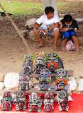 Jeunes vendeurs de souvenirs