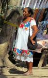 La vendeuse tisserante autochtone