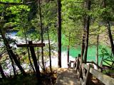 escalier abrupte vers la chute sur la rivière du Portage