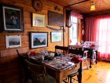 une salle à manger à l'auberge Au coin-du-banc