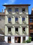 maison à trois étages