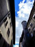 ciel bleu sur la maison Tavel