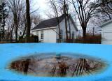 la petite chapelle et le bassin bleu