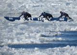 Le canot 666 entre les glaces