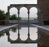 reflets sur colonnade