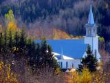 église dans la vallée
