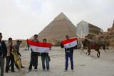 8916 Egyptian youths pyramids.jpg