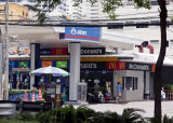 Bangkok - Petrol and McDonald's - Your chance to gas up twice