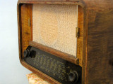098 Antique Radio.jpg