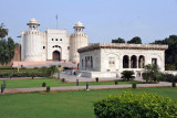 Hazuri Bagh in the center of Lahore's main monuments