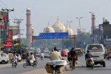 Approaching the Badshahi Mosque along Ravi Road