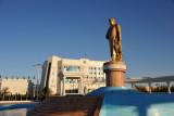 Golden statue of Turkmenbashy, Dashoguz