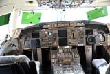 Boeing 757 cockpit (N169CA)
