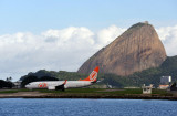 Gol B737 (PR-GGB) with Pão de Açúcar, Santos Dumont Airport