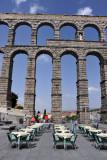 Al fresco dining beneath the aqueduct, Plaza Azoguejo