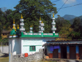 A mosque alongh the Prithvi Highway a short distance east of Pokhara
