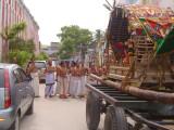 10_2011_Srivilliputtur_Thiruvaadipuram_Day08_Morning_ViewOfVedapaaraayanaGoshtiBehindRangamannaarPallakku.JPG