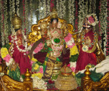 AnnaPerumal with Ubayanaachimaar-Kannadi Arai Sevai 6th Day.jpg