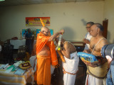 EmbAr Jeeyar swami felicitating Satakopa ramanujam swami.JPG