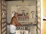 Swami Vedhaanthachaar performing Tiruvaradhanam.JPG
