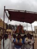 07_Selvapillai Starting to Mamunigal Sannidhi.JPG