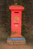 An old Dutch mailbox   -   Een oude Hollandse brievenbus