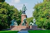 Bismrk Statue-DSC_4944-800.jpg