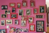 family on the wall ,at my sisters'