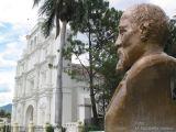 Iglesia  Catolica y Monumento a JRB