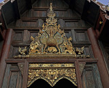 Wat Phan Tao, doorway detail of prayer hall (wihan)