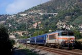 The BB22341 and Le Train Bleu approaching Ventimiglia.