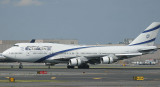 El Al 747-400 slows down on JFK RWY 31R