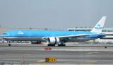 KLM 777-300 slowing down on JFK RWY 31R