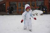 Mari brincando na neve  e nevando!