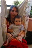 Baptiste et maman dans le hamac P8058