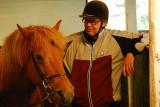 Alf är nojd med både hästen & Fridas teckentolkning...