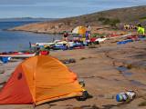 Läger på röd Rapakivi-granit