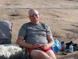 Peter sköter sitt uppdrag att lyssna på väderleksrapporten