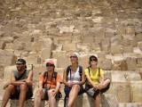 i al dia següent... a Gizeh!! a veure les piràmides! fem una pinta de guiris (q és lo q som) q no ens aguantem!