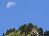 untergehender Mond am Wiggis