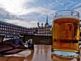 Madrid: Tomando una cerveza en Plaza Mayor / Drinking a beer in Plaza Mayor