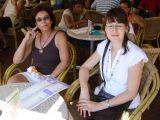 Sue & Nava in Einthovenhaving a drink