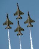 quatre thunderbirds